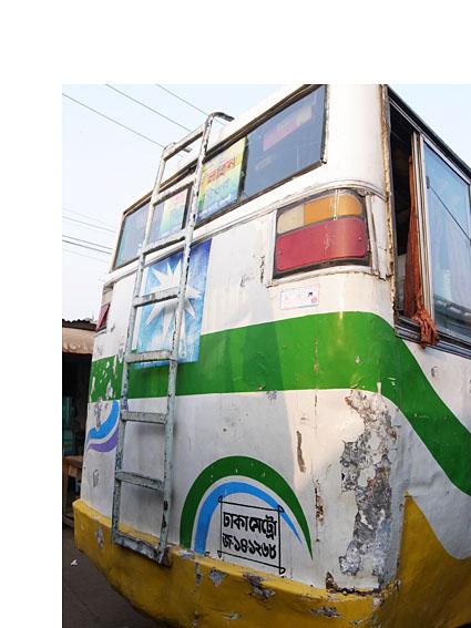 R2N-R0124295-Dhaka-bus.jpg