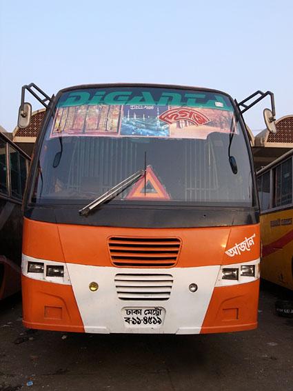 R2N-R0124318-Dhaka-bus.jpg